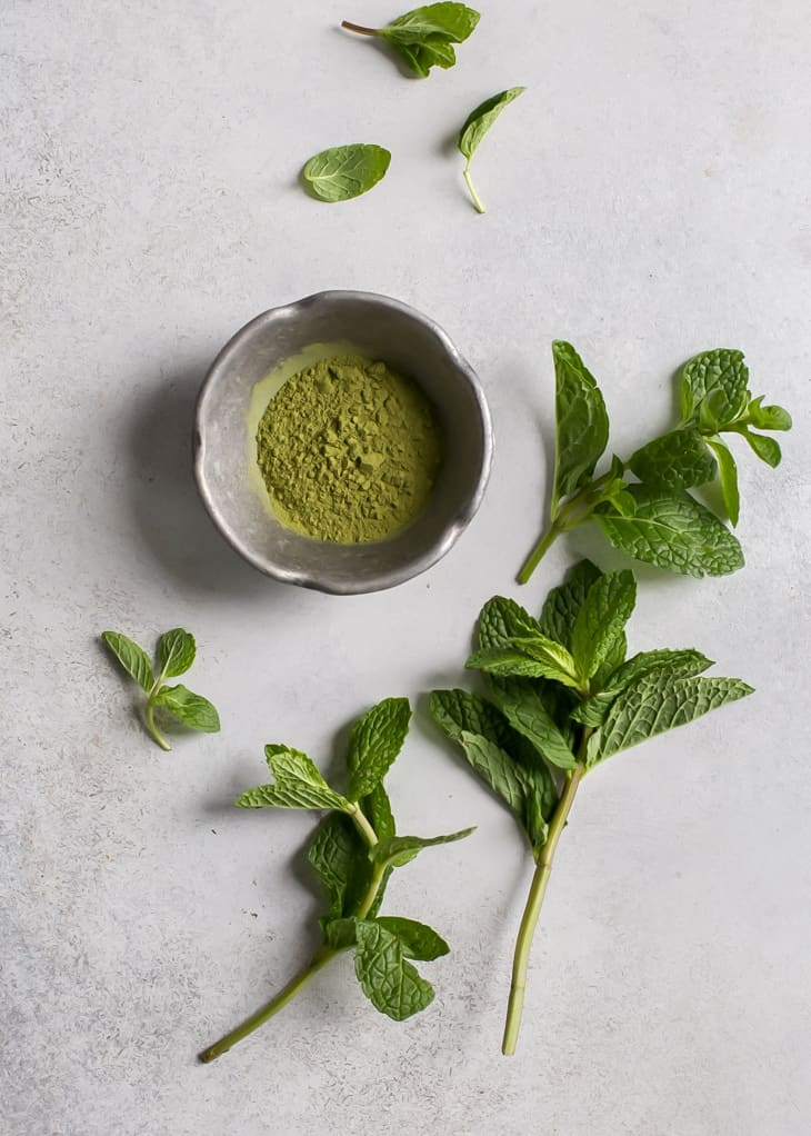 bowl of matcha green tea with fresh mint leaves for a mint matcha protein shake