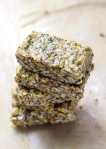 Cinnamon Turmeric Super Seed Energy Bars. Packed with healthy fats, protein, and only 4 grams of sugar per bar. Easy, no-bake and so good for you!