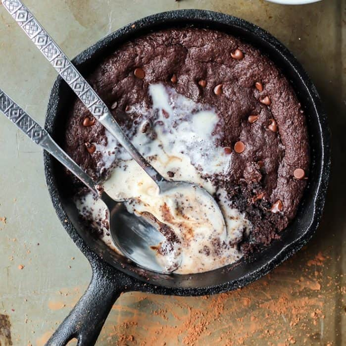 This Paleo Skillet Brownie is the perfect way to end an evening. Grab a couple spoons and dig in to this fudgy, chocolatey goodness.