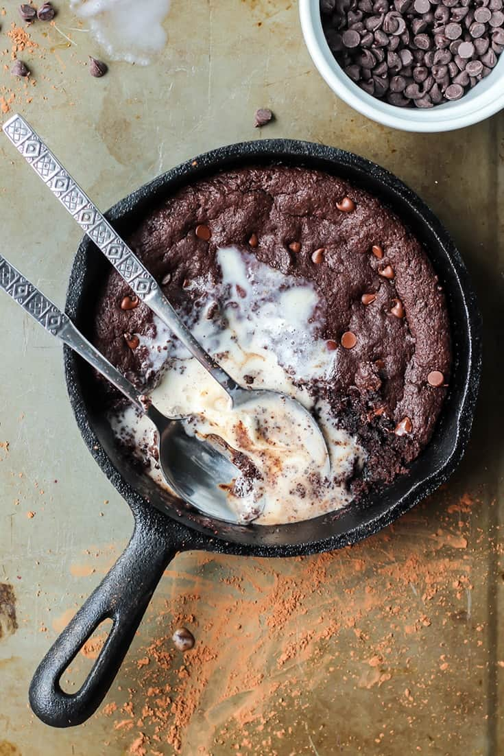 Skillet Brownie vanilla ice cream and chocolate chips with spoons