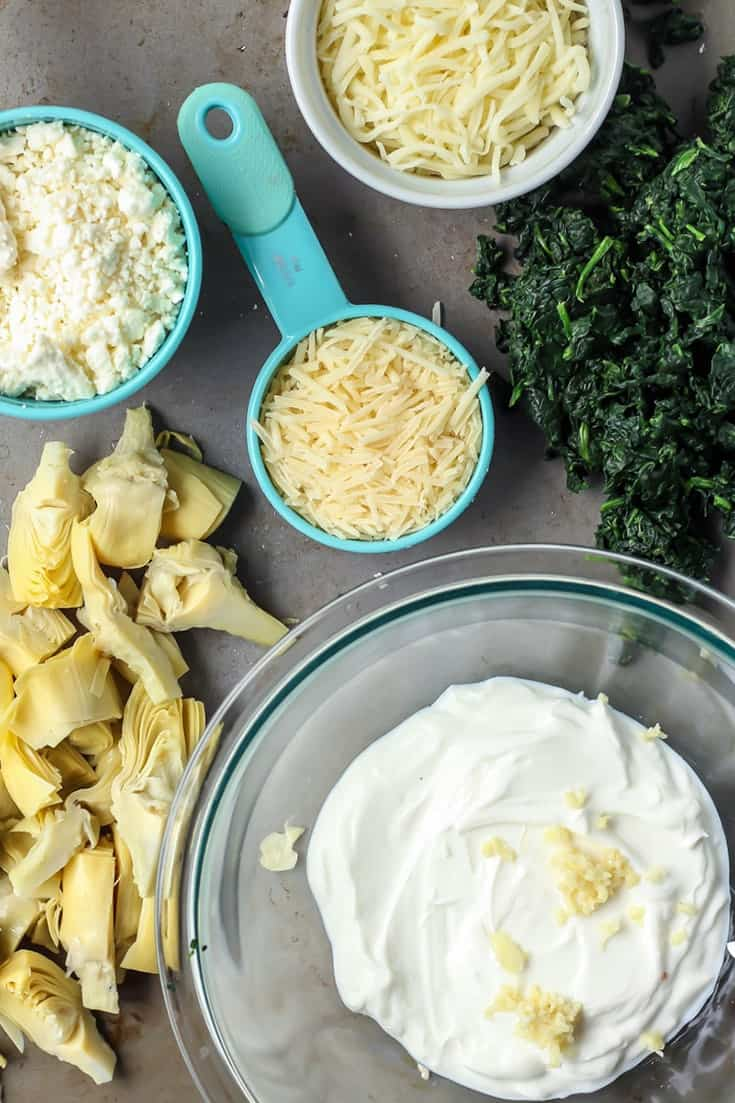 Just 7 ingredients for this spinach artichoke dip! Super easy.