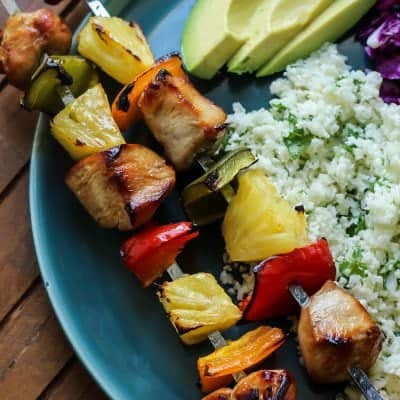 Easy Citrus Herb Chicken Kabobs with Cilantro Lime Cauliflower Rice. This meal is perfect for summertime! And it's paleo and whole30.