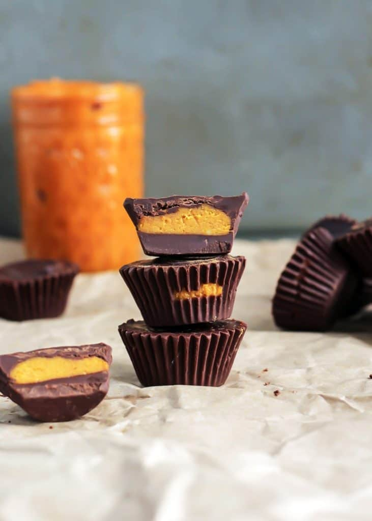 6-ingredient Dark Chocolate Pumpkin Coconut Butter Cups! Vegan and paleo. The best treat this time of year!