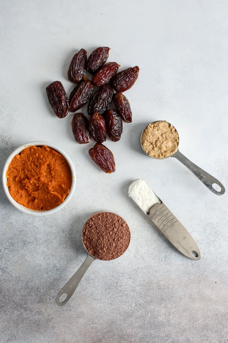 medjool dates and pumpkin spice ingredients for pumpkin brownies