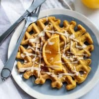 Healthy, whole grain and dairy-free Pumpkin Spice Orange Waffles! Crispy outsides and fluffy insides, these waffles would make the best brunch. Freezer-friendly!