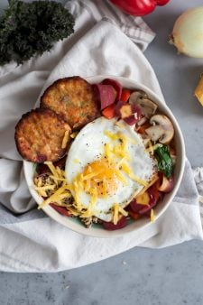 Quinoa, Egg & Veggie Breakfast Bowl