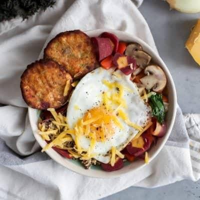Quinoa, Egg & Veggie Breakfast Bowl