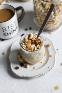 weck jar filled with cashew butter overnight oats