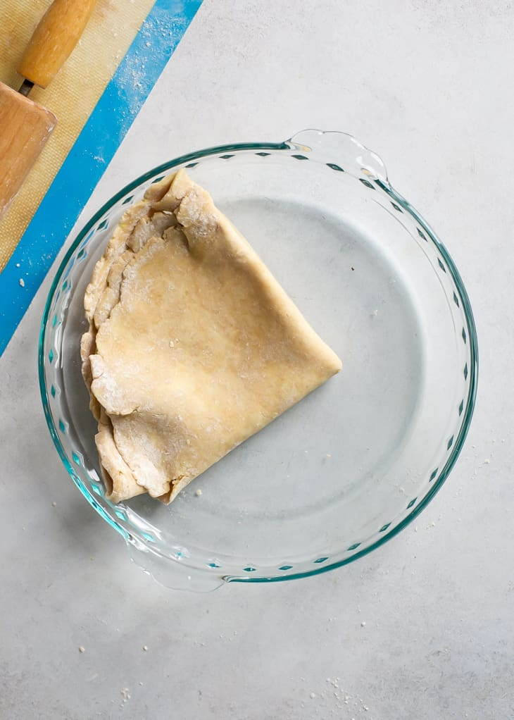 how to transfer a pie crust to plate for apple pie