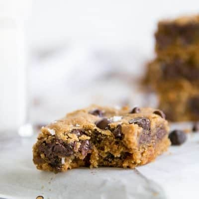 Cassava Flour Chocolate Chip Blondies {paleo cookie bars!}